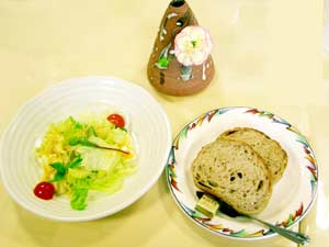 山口県山口市 イタリア風レストランフィオーレ サラダ、パン付き